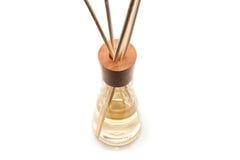 Os termas de madeira do aroma colam na garrafa, isolada no branco Fotografia de Stock Royalty Free