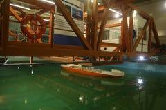 Os testes do modelo do navio no gelo testam a bacia imagem de stock royalty free
