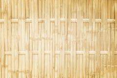 Os testes padrões de tradicional tailandês handcraft o bambu tecem a cerca, fundo de madeira natural da textura fotos de stock royalty free