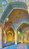 Os testes padrões telhados da mesquita de Vakil, Shiraz, Irã Fotos de Stock