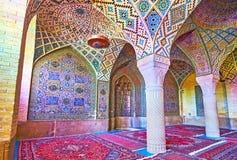 Os testes padrões telhados na mesquita cor-de-rosa, Shiraz, Irã Fotos de Stock Royalty Free