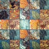 Os testes padrões velhos dos azulejos da parede handcraft do público de Tailândia Fotografia de Stock