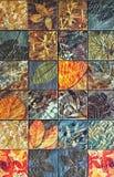 Os testes padrões velhos dos azulejos da parede handcraft dos parques de Tailândia públicos Imagens de Stock Royalty Free