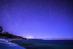 Os tintureiros latem, Bruce Peninsula na noite com Via Látea e estrela fotos de stock