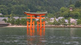 Os toros bloqueiam no mar em Miyajima, Hiroshima filme