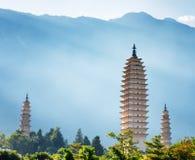Os três pagodes do templo de Chongsheng, Dali, China Foto de Stock Royalty Free