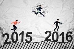 Os trabalhadores competem acima dos números 2016 Fotos de Stock Royalty Free