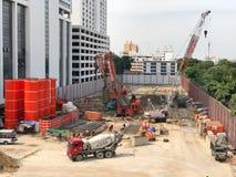 Os trabalhadores da construção estão trabalhando em projetos de construção Foto de Stock