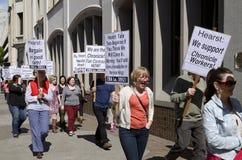 Os trabalhadores de San Francisco Chronicle que demonstram para a saúde justa negociam. imagens de stock