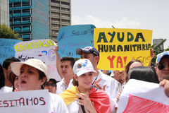 Os trabalhadores dos cuidados médicos protestam sobre a falta da medicina e de baixos salários em Caracas Foto de Stock Royalty Free