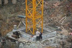 Os trabalhadores estão construindo paredes no canteiro de obras de SHENZHEN Imagens de Stock