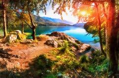 Os trabalhos ao estilo da pintura da aquarela Aposta do lago mountain Imagens de Stock Royalty Free