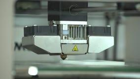 Os trabalhos da impressora 3D video estoque