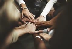 Os trabalhos de equipa juntam-se ao conceito do apoio das mãos junto Imagem de Stock Royalty Free
