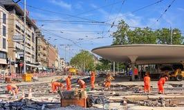 Os trabalhos de estrada no Bellevue esquadram em Zurique Foto de Stock Royalty Free