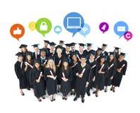 Os trabalhos em rede sociais de estudantes de graduação imagens de stock