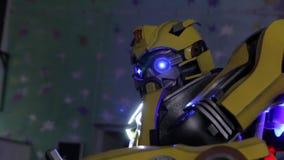 Os transformadores da abelha tropeçar filme