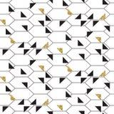 Os triângulos do ouro do preto e do brilho engrenam o teste padrão sem emenda do vetor Imagens de Stock