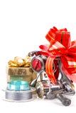 Os tsckles da pesca do presente com vermelho e ouro curvam-se Fotos de Stock Royalty Free