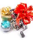 Os tsckles da pesca do presente com vermelho e ouro curvam-se Imagens de Stock Royalty Free
