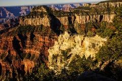 Os turistas do amanhecer olham a luz Imagem de Stock Royalty Free