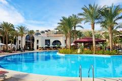 Os turistas estão em férias no hotel de luxo Imagens de Stock Royalty Free