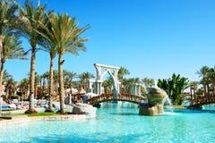 Os turistas estão em férias no hotel popular Imagem de Stock Royalty Free