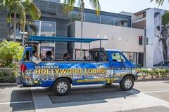 Os turistas no ônibus de excursão/camionete no rodeio conduzem foto de stock