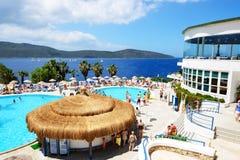 Os turistas que enjoing suas férias no hotel de luxo fotografia de stock