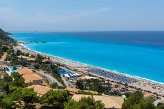 Os turistas que visitam Kathisma encalham, Lefkada, ilhas Ionian, Grécia fotos de stock royalty free