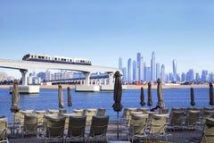 Os UAE O monotrilho na palma Jumeirah fotos de stock royalty free