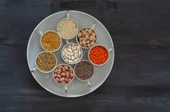 Os vários cereais cobrem a vista, espaço da cópia fotos de stock royalty free