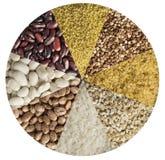 Os vários cereais, feijões, ervilhas alinharam sob a forma de um círculo fotos de stock