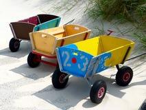 Os vagões da criança para a praia Fotografia de Stock Royalty Free