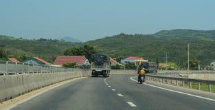 Os veículos que correm na estrada numeram 1 no nang da Dinamarca, Vietname Fotos de Stock Royalty Free