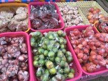 Os vegetais introduzem no mercado em Tailândia Fotografia de Stock Royalty Free