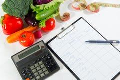 Os vegetais para o emagrecimento, a calculadora e a dieta planeiam Foto de Stock Royalty Free