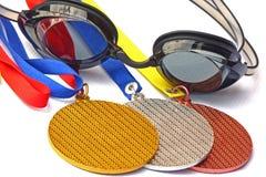 Os vencedores das competições da natação. Fotos de Stock Royalty Free