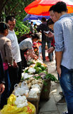 Os vendedores do vendedor da fruta fotografia de stock