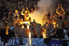 Os ventiladores de Kyiv do dínamo de FC suportam sua equipe imagem de stock royalty free