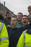 Os ventiladores de Plymouth Argyle shout na cidade rival de Exeter imagem de stock