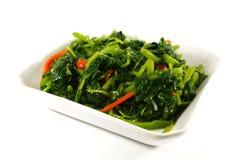 Os verdes saudáveis cozinharam vegetais fotos de stock