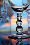 Os vidros de vinho fecham-se acima fotos de stock