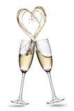 Os vidros do champanhe com forma do coração espirram isolado em um fundo branco imagens de stock