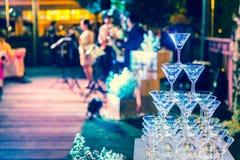 Os vidros do champanhe são alinhados Imagem de Stock