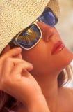 Os vidros vermelhos dos touchs da menina Imagens de Stock Royalty Free