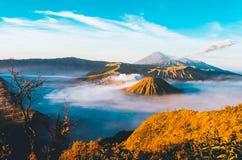 Os vulcões montam Semeru e Bromo fotografia de stock