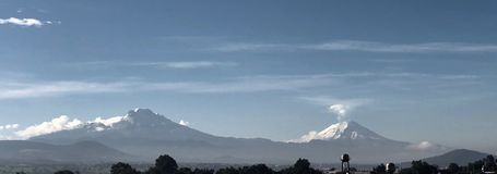 Os vulcões veem de Cidade do México imagem de stock