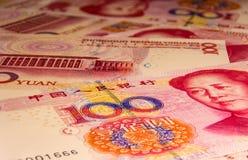 Os 100 yuan ou cédulas de renminbi, moedas chinesas Fotos de Stock Royalty Free