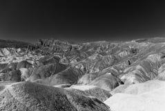 Osadowe rockowe formacje w Śmiertelnym Dolinnym parku narodowym obraz stock